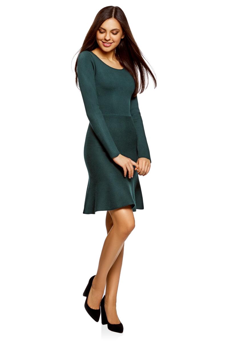 Платье oodji Ultra, цвет: темно-изумрудный. 63912223/46096/6E00N. Размер M (46)63912223/46096/6E00NВязаное платье от oodji выполнено из пряжи сложного состава. Модель выше колен с расклешенным низом, длинными рукавами и круглым вырезом горловины.