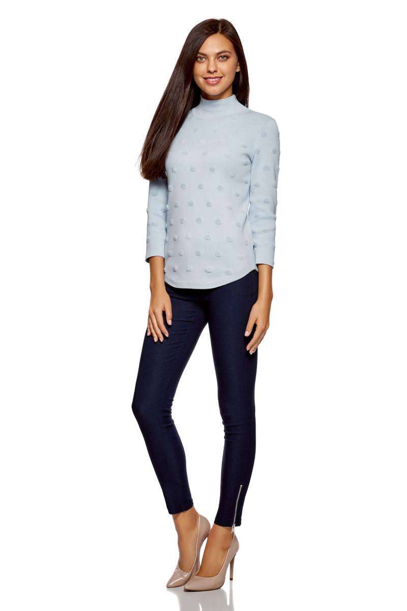 Свитер женский oodji Ultra, цвет: голубой. 64412197/46983/7000N. Размер M (46)64412197/46983/7000NФактурный свитер от oodji выполнен из хлопкового трикотажа. Модель с рукавами 3/4 и воротником-стойкой.
