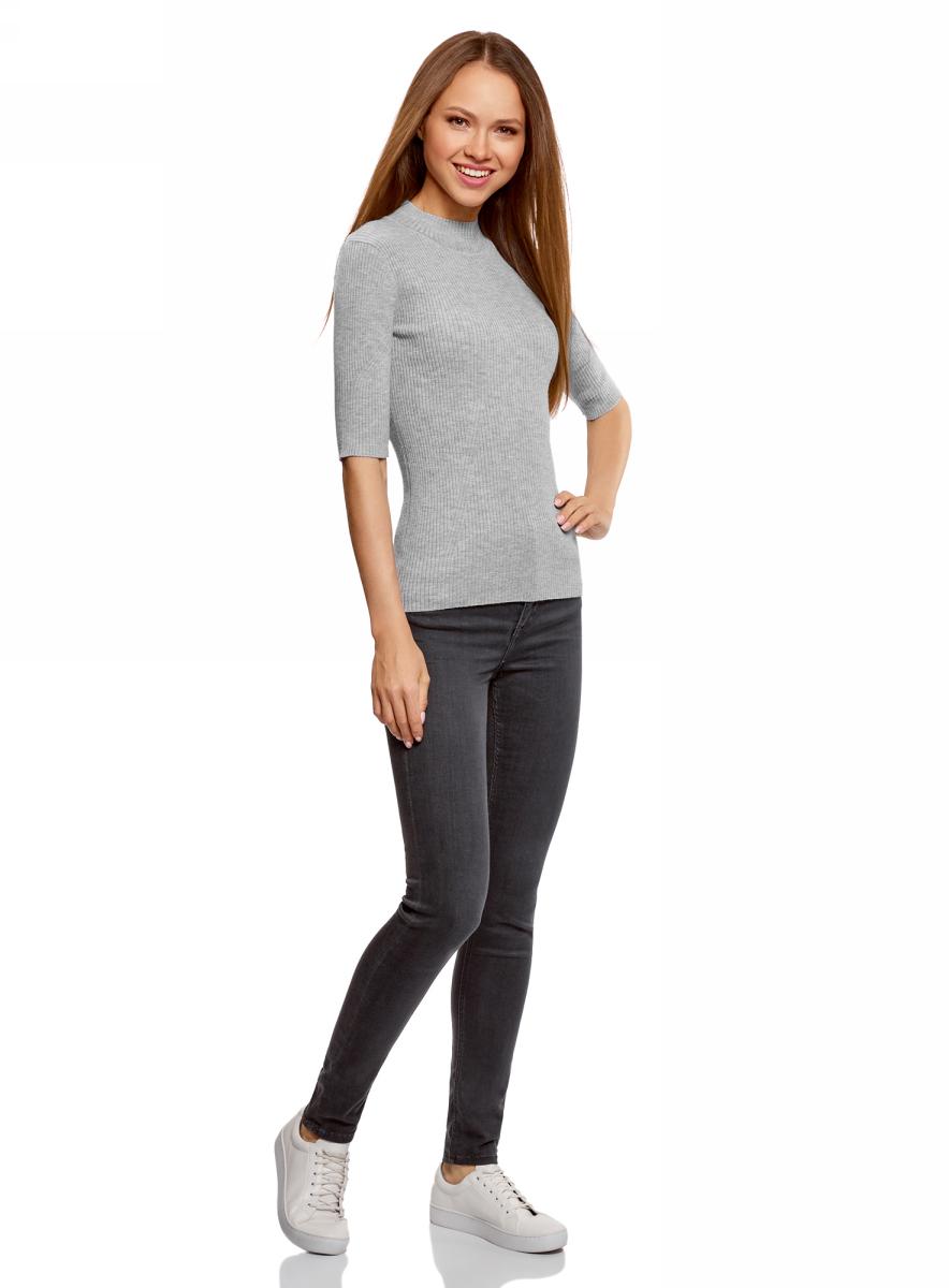 Джемпер женский oodji Ultra, цвет: серый. 63812610/47160/2300M. Размер XL (50)63812610/47160/2300MДжемпер от oodji в рубчик выполнен из пряжи сложного состава. Модель с рукавами до локтя и невысоким воротником-стойкой.