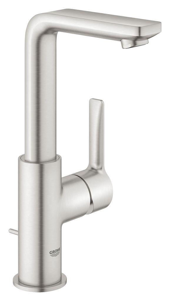 Смеситель для раковины Grohe Lineare New. 23296DC123296DC1Однорычажный смеситель для раковины GROHE Lineare с высоким поворотным изливом - элегантность и водосберегающие функции! Уникальное сочетание гармоничного минималистичного дизайна и передовых технологий. С его гладким цилиндрическим корпусом, четкой прямоугольной рукояткой и изливом, однорычажный смеситель для раковины GROHE Lineare прекрасно смотрится в современной ванной комнате. В комплект входит донный клапан. Высокий L-образный излив плавно поворачивается на 90°. Благодаря керамическому картриджу GROHE SilkMove управление напором и температурой воды осуществляется точно и без усилий. Технология GROHE EcoJoy ограничивает расход воды до 5,7 л/мин, предлагая отличный поток воды, но сохраняя воду и деньги. Матовое покрытие в цвете суперсталь устойчиво к царапинам и чтобы его почистить достаточно провести по смесителю тряпочкой. Смеситель легко установить, а благодаря системе GROHE QuickFix Plus время, которое необходимо для установки, уменьшается на 50%. Удивительное обновление ванной комнаты, которое сочетает гармоничный стиль и качество, которому можно доверять!