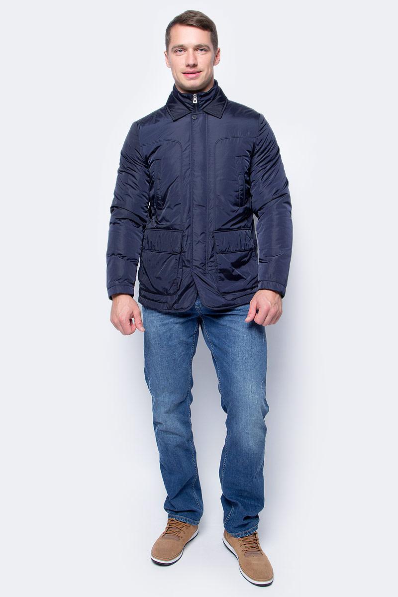 Куртка мужская Geox, цвет: темно-синий. M7420AT2422F4300. Размер 58M7420AT2422F4300Мужская куртка-блейзер Geox - универсальная модель на каждый день, которая идеально подходит для повседневного использования. Модель прямого кроя с отстегивающимся жилетом имеет застежку-молнию и ветрозащитный клапан. Выполнена из прочной водоотталкивающей нейлоновой тафты плотностью 40ден с блестящей поверхностью. Материал отличается исключительной воздухопроницаемостью благодаря запатентованной системе дышащей ткани Geox. Наполнитель из ваты обеспечивает отличную термоизоляцию. Модель дополнена двумя нагрудными и двумя боковыми карманами.