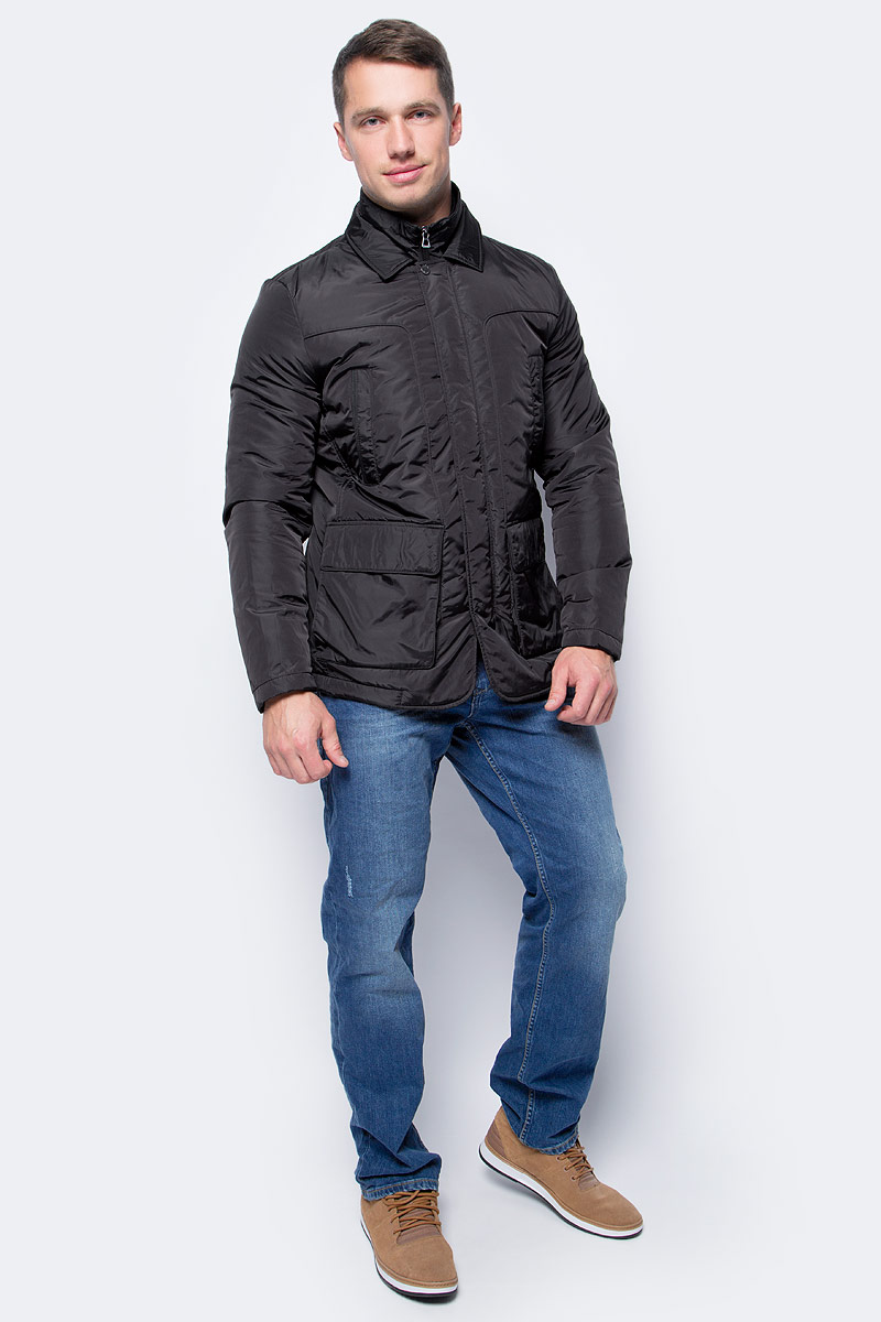 Куртка мужская Geox, цвет: черный. M7420AT2422F9000. Размер 46M7420AT2422F9000Мужская куртка-блейзер Geox - универсальная модель на каждый день, которая идеально подходит для повседневного использования. Модель прямого кроя с отстегивающимся жилетом имеет застежку-молнию и ветрозащитный клапан. Выполнена из прочной водоотталкивающей нейлоновой тафты плотностью 40ден с блестящей поверхностью. Материал отличается исключительной воздухопроницаемостью благодаря запатентованной системе дышащей ткани Geox. Наполнитель из ваты обеспечивает отличную термоизоляцию. Модель дополнена двумя нагрудными и двумя боковыми карманами.