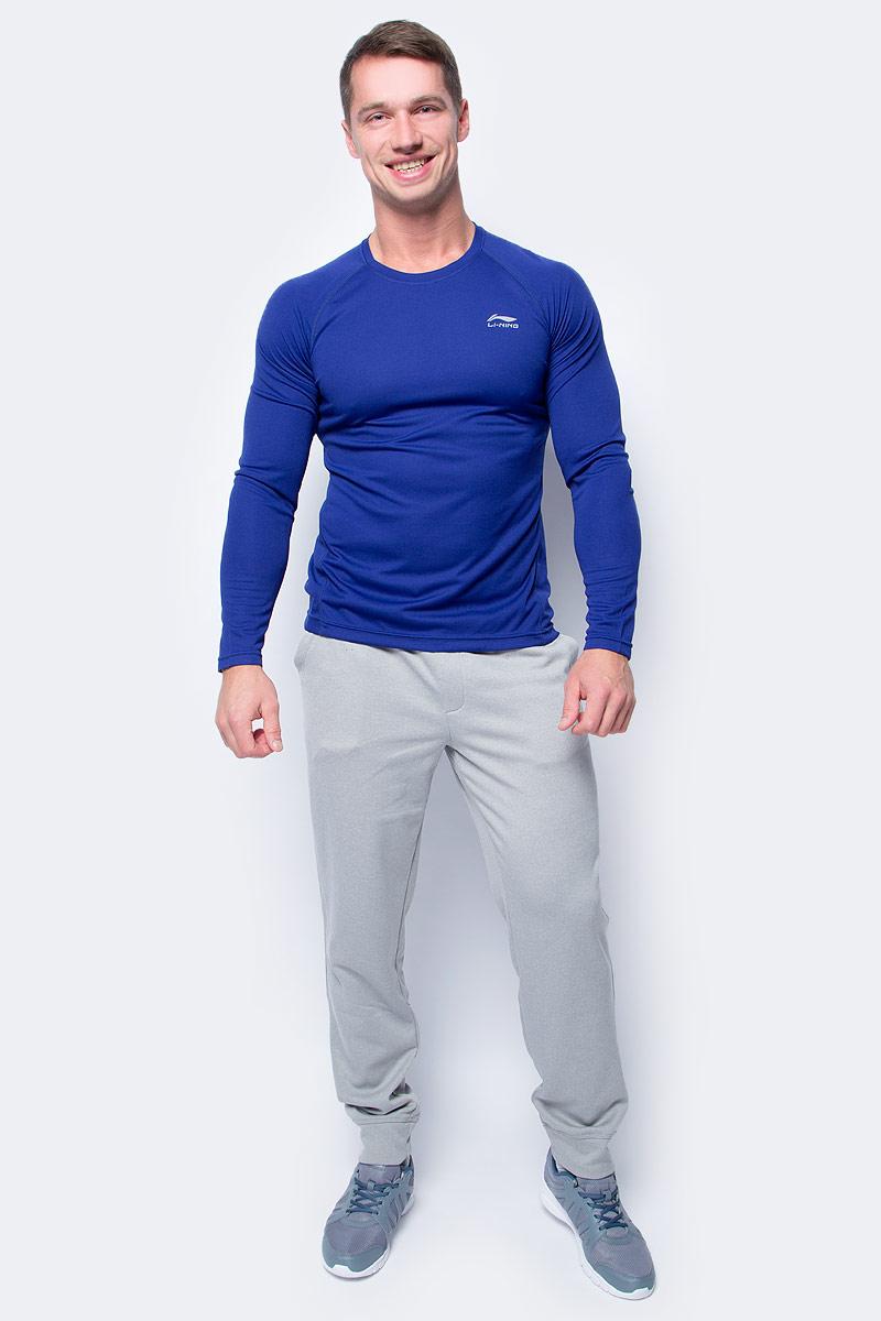 Лонгслив мужской Li-Ning, цвет: синий. 881405861AV_368. Размер L (52)881405861AV_368Спортивный мужской лонгслив выполнен из 100% полиэстера. Модель с круглым вырезом горловины и длинными рукавами-реглан.
