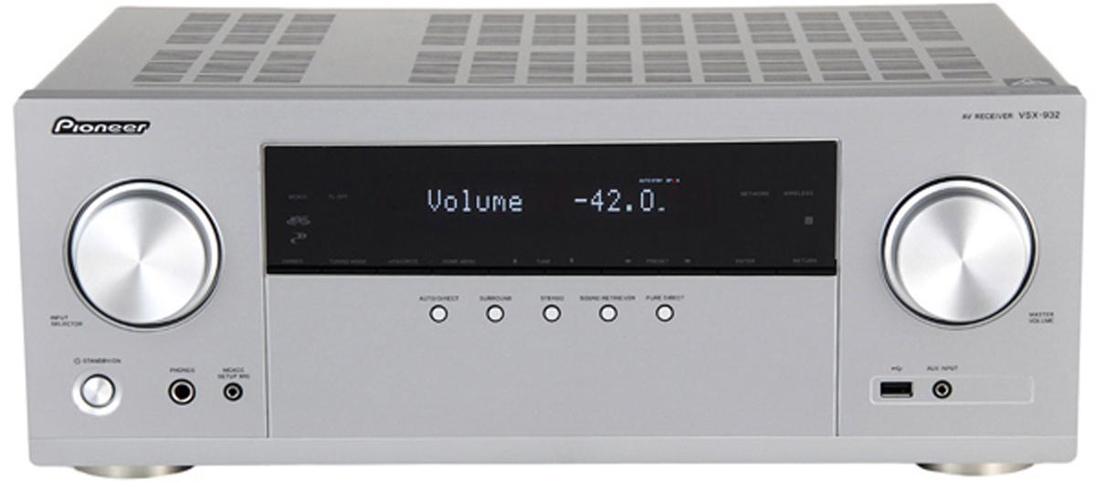 Pioneer VSX-932-S, Silver AV ресивер471905Уже не требуется больших денег, чтобы купить ресивер, который сможет эффективно управлять полным комплектом динамиков Dolby Atmos,включающим в себя фронтальные, центральные, тыловые и потолочные динамики, а также два независимых сабвуфера. Ведь модель Pioneer VSX- 932 имеет все необходимые декодеры и семь мощных выходных каскадов, которые работают на основе эксклюзивной технологии Pioneer DirectEnergy , что позволяет минимизировать расход электроэнергии и выделение тепла. И при использовании динамиков с поддержкой Atmos,которые излучают звук не прямо, этой модели благодаря Reflex Optimizer (Оптимизации отражения) удается создать объемное и охватывающеезвучание с эффектами, которые точно размещаются в трех измерениях. Широкие возможности VSX-932 в плане создания объемного звука дополняются и новейшей видеотехнологией - четыре входа HDMI этой моделиподдерживают 4K/4:4:4/60p/24бит с расширениями цветового пространства и динамическими расширениями HDR10, Dolby Vision и BT.2020. Свысоким разрешением работает и система потоковой передачи данных - поддержка звука высокого разрешения и DSD здесь дополняетсявстроенными сервисами потоковой передачи Tidal, Spotify и Deezer, а также Интернет-радио TuneIn. Кроме этого она дополняется WiFi, AirPlay иBluetooth, а после будущего обновления прошивки дополнится и встроенной технологией Chromecast и PlayFi. И поскольку люди не всегда хотятслушать музыку только в гостиной, VSX-932 с помощью FlareConnect может стать центром мультирум сети, охватывающей все комнаты в доме. Динамики, подходящие для мультирум системы из нескольких комнат, предлагают Pioneer и другие производители; потому что FlareConnect этонезависимый от изготовителя стандарт, поэтому он максимально подходит к стремлению компании Pioneer всегда и во всех сферах обеспечиватьнаилучшие возможности для отдыха при максимальной свободе.