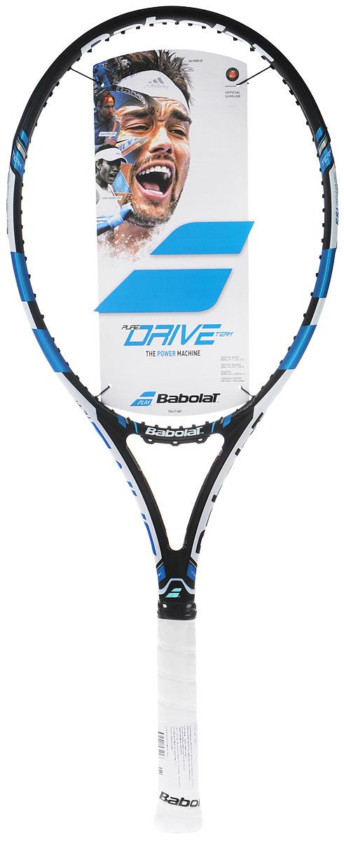 Ракетка теннисная Babolat Pure Drive, без натяжки, цвет: черный, синий. Размер 3101296Ракетка теннисная Babolat Pure Drive - легкая и маневренная, для более легкого вращения. Идеальна для юниоров, которые переходят во взрослый теннис, а также для игроков среднего уровня. Площадь струнной поверхности: 645 см2 / 100 дюймов.Вес ракетки без струн: 300 г. Баланс: 320 мм. Длина 685 мм/ 27 дюймов. Жесткость 72 ra. Струнная формула: 16/19. Грип: Syntec Pro.