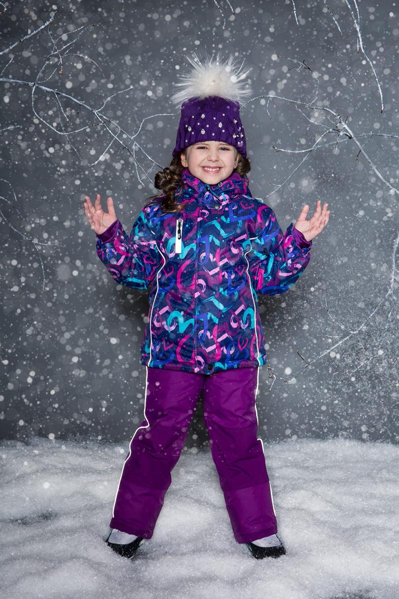 Комплект верхней одежды для девочки Sweet Berry, цвет: фиолетовый. 734303. Размер 134734303Комфортный и теплый костюм для девочки выполнен из мембранной ткани. В конструкции учтены физиологические особенности малыша. Съемный капюшон на молниях с дополнительной утяжкой, спереди установлены две кнопки. Рукава с манжетами, регулируются липучкой. На куртке два кармана, застегивающиеся на молнию. Застежка-молния с внешней ветрозащитной планкой. Брюки на регулируемых подтяжках гарантируют посадку по фигуре. Колени, задняя поверхность бедер и низ брюк дополнительно усилены сверхпрочным материалом. Силиконовые отстегивающиеся штрипки на брючинах. Ткань верха: мембрана 10000мм/5000г/м2/24h, waterproof, водонепроницаемая с грязеотталкивающей пропиткой.Пoдкладка: флисУтеплитель: синтетический утеплитель 220 г/м (куртка),180 г/м (рукава, п/комбинезон). Температурный режим: от -35 до +5 С.