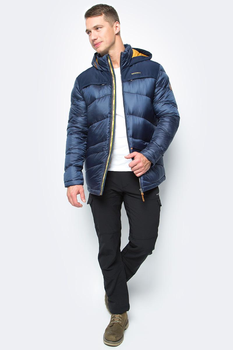 Пуховик мужской Merrell Britannia, цвет: темно-синий. A18AMRJAM03-Z4. Размер 46A18AMRJAM03-Z4Легкий и практичный пуховик Merrell Britannia отлично подойдет для путешествий и долгих прогулок в холодное время года. Модель прямого кроя с капюшоном и воротником-стойкой, надежно защищающими от продувания, изготовлена из высококачественного материала Утеплитель, состоящий на 90% из пуха и 10% из пера, согреет в холодную погоду. Куртка застегивается на молнию с внутренней ветрозащитной планкой и дополнена четырьмя наружными и одним внутренним карманами.Рекомендуемый температурный режим для данной модели до -20°С, исходя из расчета на среднюю физическую активность - ходьбу 4 км/ч.