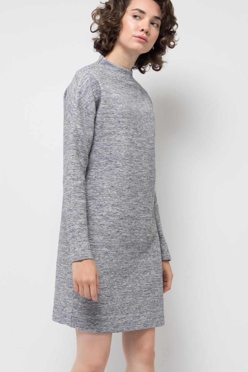Платье Sela, цвет: серый меланж. DK-117/1172-7422. Размер S (44)DK-117/1172-7422Стильное платье от Sela выполнено из хлопкового трикотажа. Модель свободного кроя с длинными рукавами и воротником-воронкой.