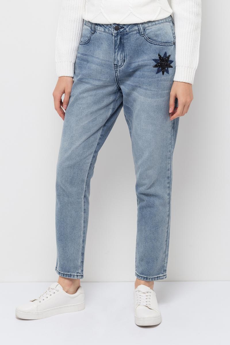 Джинсы женские Sela, цвет: голубой джинс. PJ-335/016-7412. Размер 32-32 (48/50-32)PJ-335/016-7412Женские джинсы от Sela выполнены из натурального хлопка. Модель Boyfriend средней посадки в талии застегивается на пуговицу, имеются шлевки для ремня и ширинка на застежке-молнии. Джинсы имеют классический пятикарманный крой.