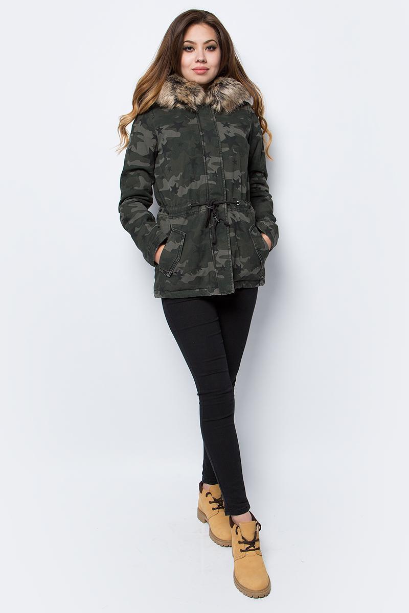 Парка женская Tom Tailor, цвет: хаки, камуфляж. 3555015.00.71_1001. Размер S (44)3555015.00.71_1001Женская парка Tom Tailor выполнена из 100% хлопка. В качестве подкладки и утеплителя также используется полиэстер. Модель с капюшоном застегивается на застежку-молнию и имеет ветрозащитную планку. Капюшон оформлен мехом. Спереди расположено два боковых кармана.