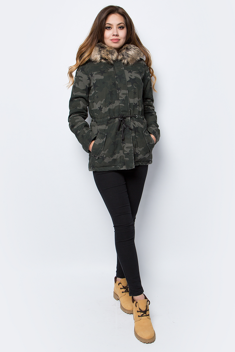 Парка женская Tom Tailor, цвет: хаки, камуфляж. 3555015.00.71_1001. Размер S (44) футболка женская tom tailor цвет белый 1055030 00 71 8587 размер s 44