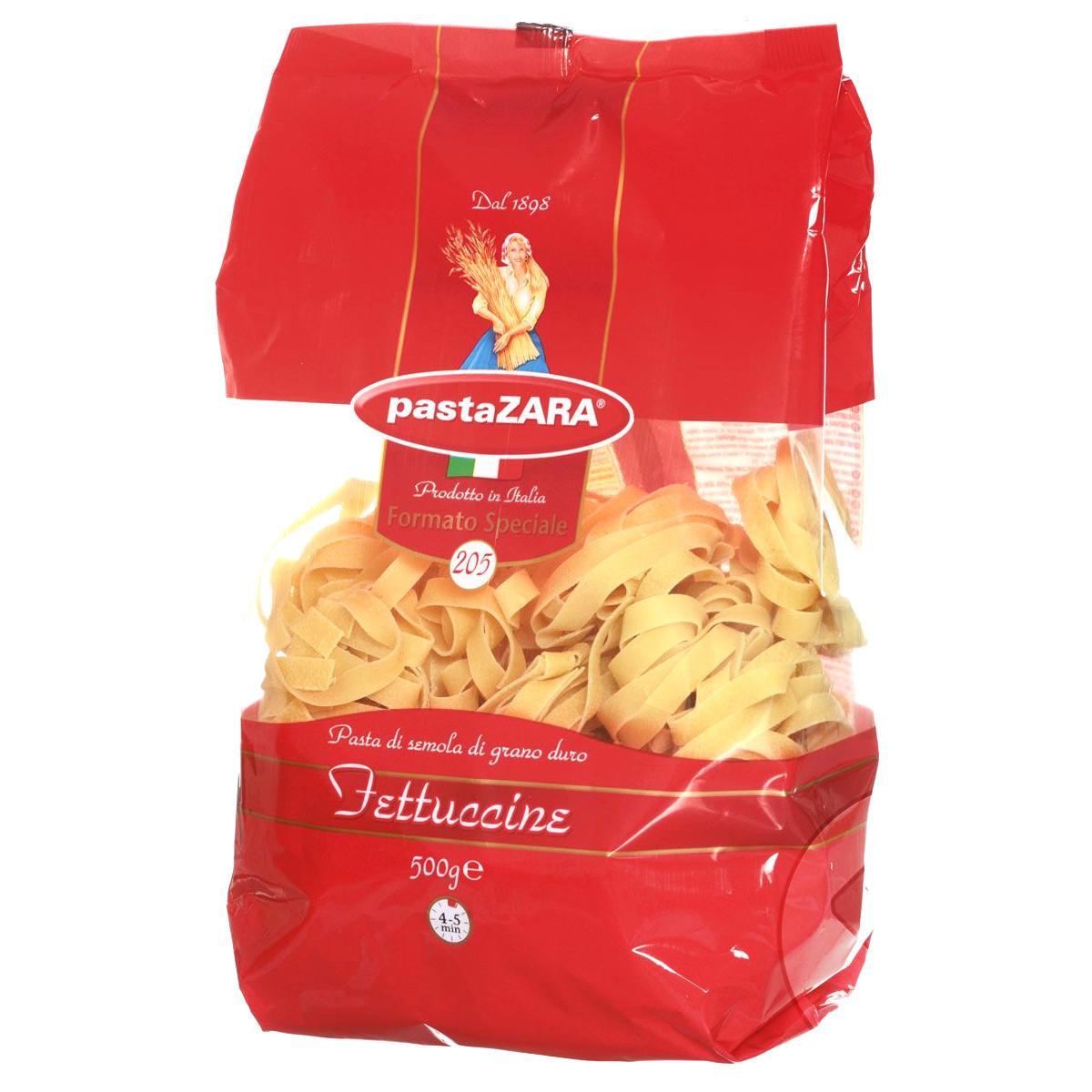 Pasta Zara Клубки яичные широкие Fettuccine макароны, 500 г8004350231055Макаронные изделия Pasta Zara — одна из самых популярных марок итальянских макаронных изделий в России. Продукция под торговой маркой Паста Зара сочетает в себе современность технологий производства и традиционное итальянское качество. Макаронные изделия этой марки представлены более чем в 80 странах мира.Макароны Pasta Zara выпускаются в Италии с 1898 года семьёй Браганьоло уже в течение четырёх поколений. Это семейный бизнес, который вкладывает более, чем вековой опыт работы с макаронными изделиями в создание и продвижение своего продукта, тщательно отслеживая сохранение традиций.