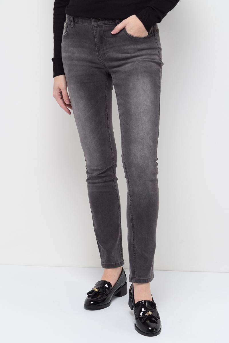 Джинсы женские Sela, цвет: серый джинс. PJ-135/613-7361. Размер 32-32 (48/50-32)PJ-135/613-7361Женские джинсы от Sela выполнены из эластичного хлопка. Модель Slim завышенной посадки в талии застегивается на пуговицу, имеются шлевки для ремня и ширинка на застежке-молнии. Джинсы имеют классический пятикарманный крой.