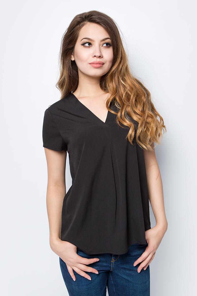 Блузка женская Vero Moda, цвет: черный. 10185936_Black. Размер S (42/44)10185936_BlackСтильная женская блузка, выполненная из 100% полиэстера, идеально сочетает в себе стиль и комфорт. Модель свободного покроя с короткими рукавами и V-образным вырезом горловины.