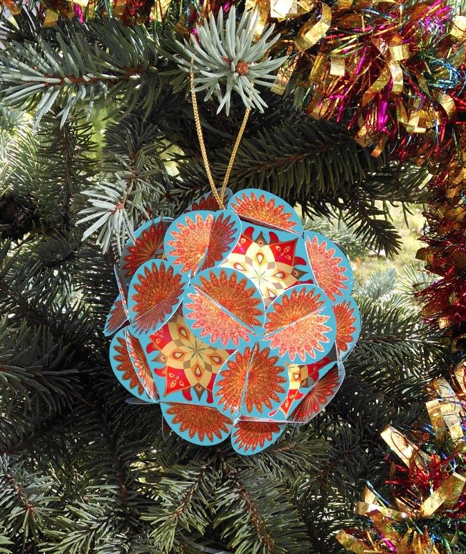 Шар для исполнения желаний Хочун, цвет: голубой, диаметр 8 см4369Волшебный шар желаний от Хочуна. Этот шар поможет вам сконцентрировать энергию ваших желаний на целый год! Поэтому дарить его можно и на Новый Год, и на День Рождения. Как он работает? В комплекте вы найдете 12 граней шара. 1. Выберите время, чтобы вас никто не отвлекал и сконцентрируйтесь на том, какие мечты, цели вы хотели бы осуществить в предстоящем году. Думайте обо всех сферах своей жизни. Запишите на каждой из 12 граней свои мечты и цели и откройте (нарисуйте) Хочунам по одному глазику 2. Соберите волшебный шар в соответствии с инструкцией. Теперь внутри вашего шара сконцентрирована вся энергия вашей мечты и ваших целей! 3. Повесьте ваш шар желаний на елку (если это Новый год) или в другое видное место, если это День рождения. Теперь каждый раз, глядя на него, вы будете вспоминать о ваших мечтах и целях и настраиваться на позитив! 4. Через год откройте ваш шар и убедитесь, что чудеса в нашей жизни случаются! И теперь закрасьте второй глазик Хочунам, которые помогли в исполнении ваших желаний и достижении целей!