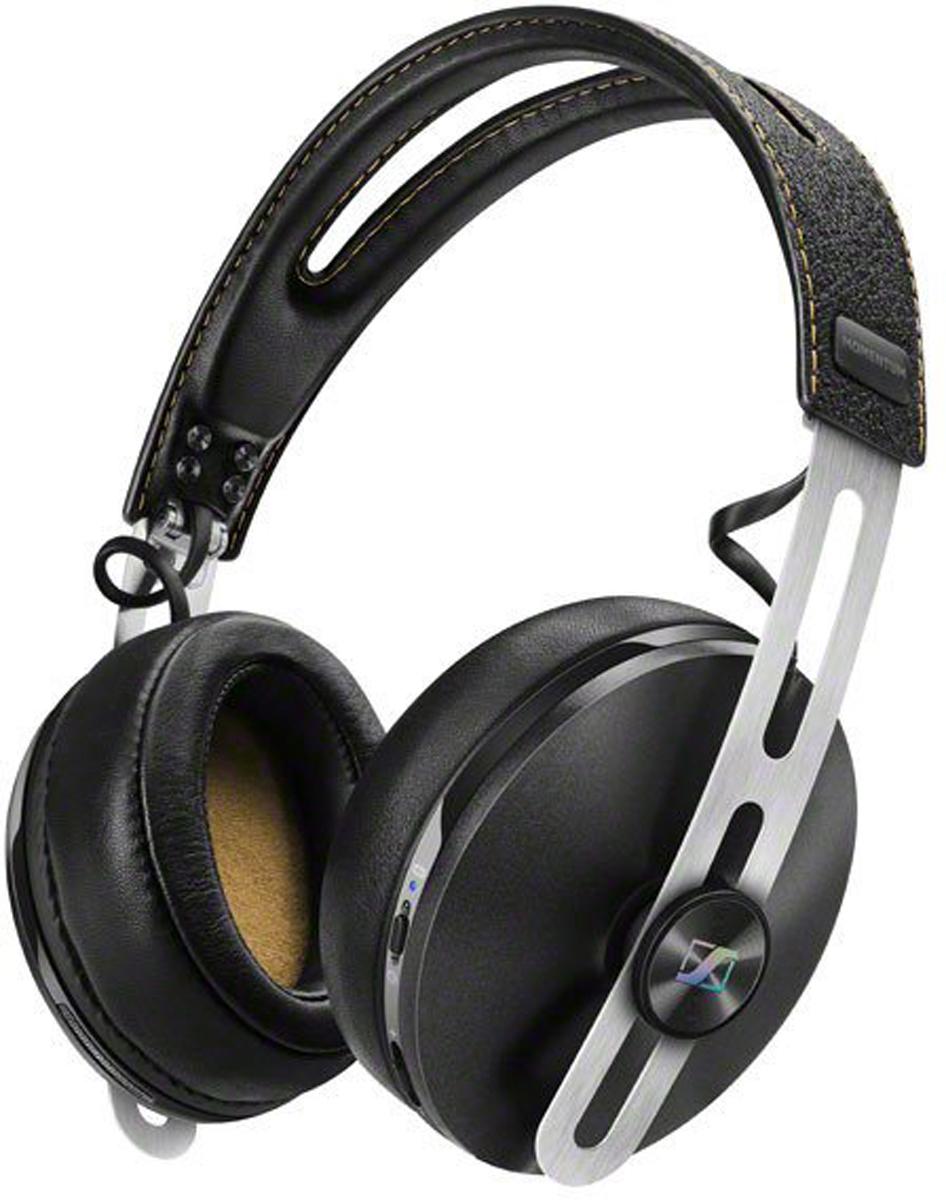 Sennheiser Momentum M2 AEBT, Black наушникиM2 AEBT BlackНаушники Sennheiser Momentum Wireless M2 AEBT отличаются повышенным комфортом и складной конструкцией.В наушниках используются амбушюры новой, ассиметричной конструкции из роскошной мягкой кожи. Новые 18-омные преобразователи Sennheiser гарантируют полное, детальное звучание и широкую звуковую картину.Гибридная технология активного шумоподавления NoiseGard в схеме которой, в общей сложности задействованы 4 микрофона отвечает за снижение уровня окружающего шума, а функция VoiceMax, в работе которой используется 2 микрофона отвечает за разборчивость речи.Режим мульти-соединения позволяет работать с двумя устройствами одновременно (сохраняется в памяти до 8 устройств). Прочная складная конструкция для удобства хранения и транспортировки.