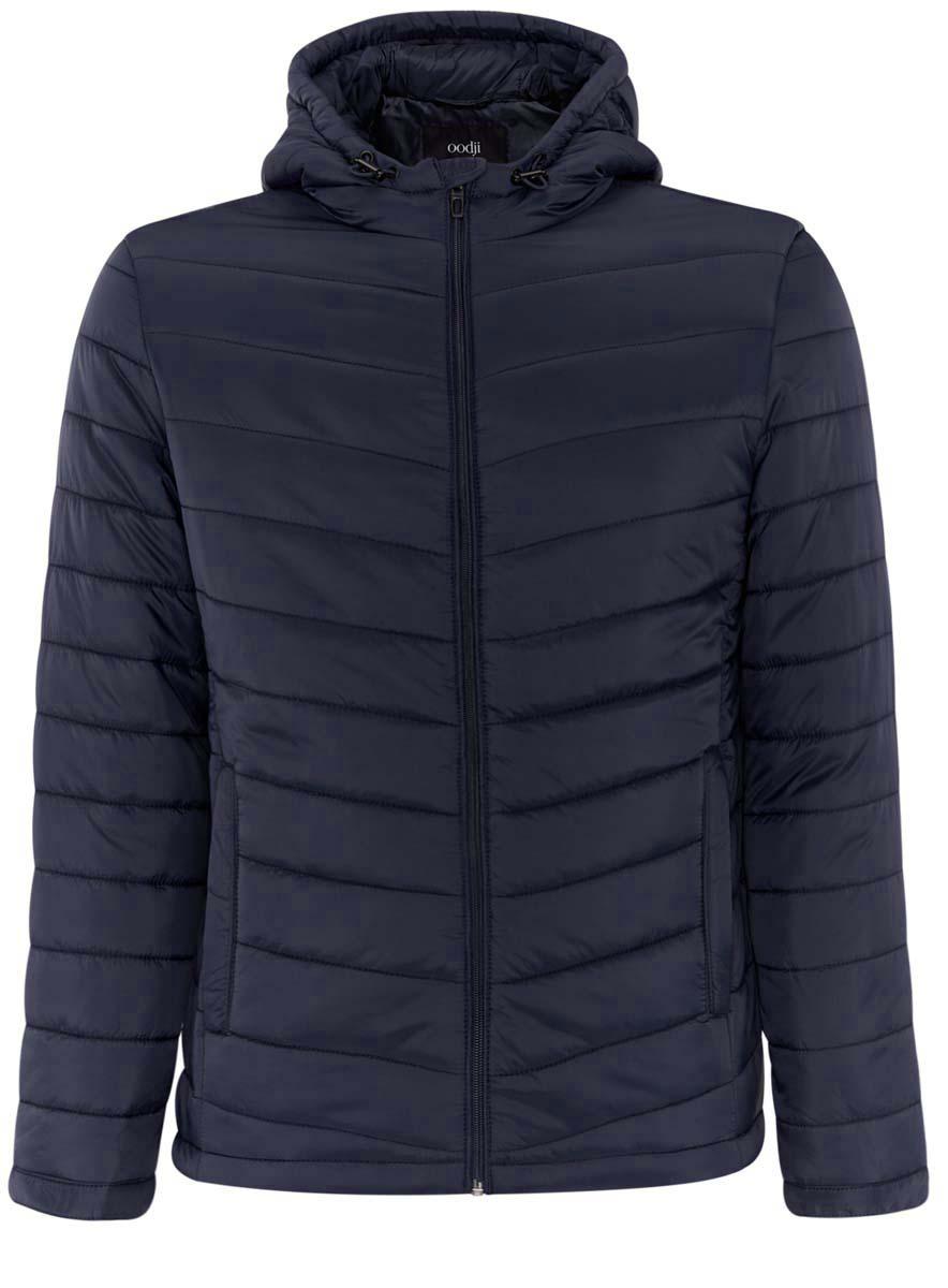 Куртка мужская oodji Basic, цвет: черно-синий. 1B112001M/25278N/7900N. Размер L (52/54-182)1B112001M/25278N/7900NУтепленная куртка с капюшоном oodji Basic выполнена из мягкой плащевой ткани. По бокам расположены прорезные карманы. Куртка застегивается на молнию. Свободный крой и длина до бедер подойдут мужчинам любого телосложения. Куртка идеально сочетается с джинсами, джемпером и грубыми ботинками на шнуровке. Из аксессуаров можно подобрать рюкзак и тонкую трикотажную шапку. Куртку можно носить на рубашки или свитшоты. Надев к куртке трикотажные спортивные брюки, вы создадите комфортный образ в спортивном стиле. Из обуви подойдут кроссовки или кеды. В утепленной куртке будет комфортно в холодную погоду. С ней вы составите множество стильных повседневных образов.