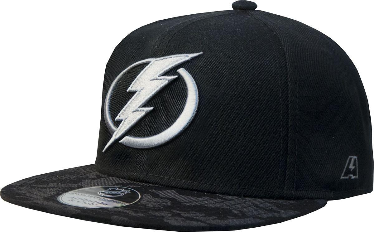Бейсболка Atributika & Club Tampa Bay Lightning, цвет: черный, серый. 29098. Размер 55/5829098Бейсболка выполнена из высококачественного материала. Модель дополнена широким твердым козырьком и оформлена объемной вышивкой.