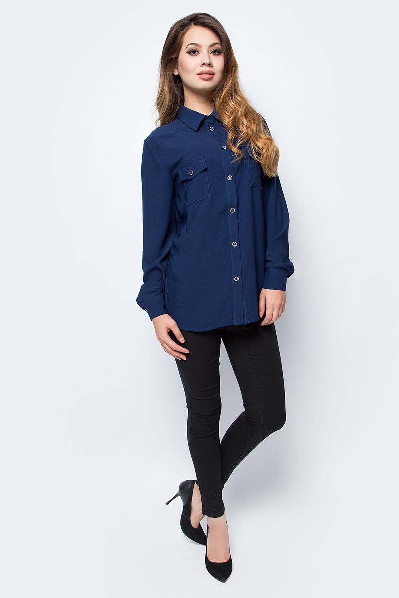 Блузка женская La Via Estelar, цвет: синий. 33951-2. Размер 4233951-2Стильная блузка La Via Estelar выполнена из легкого полиэстера. Модель с отложным воротником, длинными рукавами и полукруглым низом. Спереди изделие дополнено двумя нагрудными карманами с клапанами на пуговица. Блузка застегивается на пуговицы оригинального дизайна. Прекрасный выбор на каждый день!