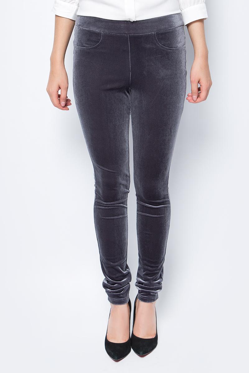 Брюки женские La Via Estelar, цвет: серый. 60570-3. Размер 4260570-3Стильные женские брюки La Via Estelar - брюки высочайшего качества, которые прекрасно сидят. Модель изготовлена из эластичного полиэстера с бархатной фактурой. Брюки на мягком эластичном поясе стандартной посадки. Эти модные и в тоже время комфортные брюки послужат отличным дополнением к вашему гардеробу. В них вы всегда будете чувствовать себя уютно и комфортно.