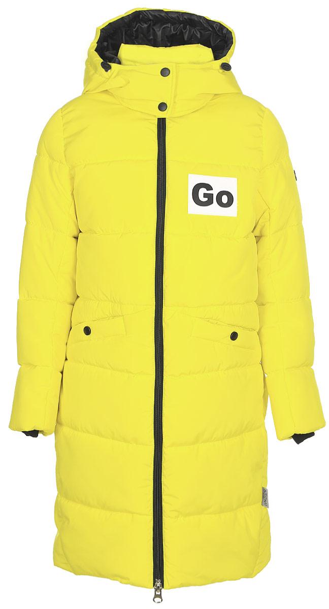 Пальто для девочки Boom!, цвет: желтый. 70476_BOG_вар.3. Размер 128, 7-8 лет70476_BOG_вар.3Пальто для девочки Boom! c капюшоном и длинными рукавами выполнено из высококачественного материала. Пальто для девочки овального силуэта в спортивном стиле с оригинальными нашивками. Модель застегивается на застежку-молнию. Рукава дополнены трикотажными манжетами.