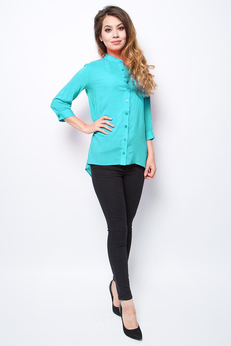 Блузка женская La Via Estelar, цвет: бирюзовый. 33946-3. Размер 4633946-3Лаконичная блузка La Via Estelar выполнена из хлопка с добавлением вискозы. Модель с удлиненной спинкой и рукавами 3/4 спереди застегивается на пуговицы. Такая блузка займет достойное место в вашем гардеробе.