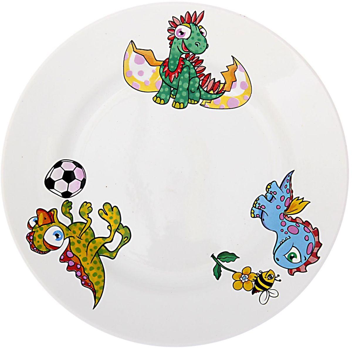 Кубаньфарфор Тарелка детская Динозаврики1494976Фаянсовая детская посуда с забавным рисунком понравится каждому малышу. Изделие из качественного материала станет правильным выбором для повседневной эксплуатации и поможет превратить каждый прием пищи в радостное приключение.Особенности:- простота мойки,- стойкость к запахам,- насыщенный цвет.