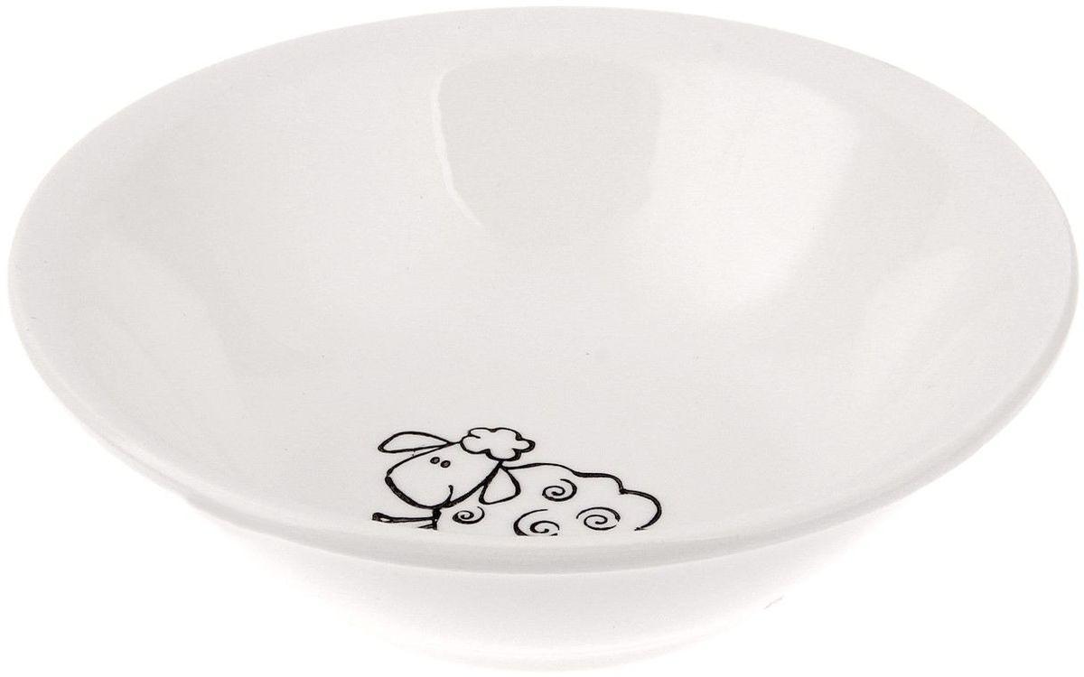 Кубаньфарфор Салатник Барашки, 270 мл694536Фаянсовая детская посуда с забавным рисунком понравится каждому малышу. Изделие из качественного материала станет правильным выбором для повседневной эксплуатации и поможет превратить каждый прием пищи в радостное приключение.Особенности:- простота мойки,- стойкость к запахам,- насыщенный цвет.