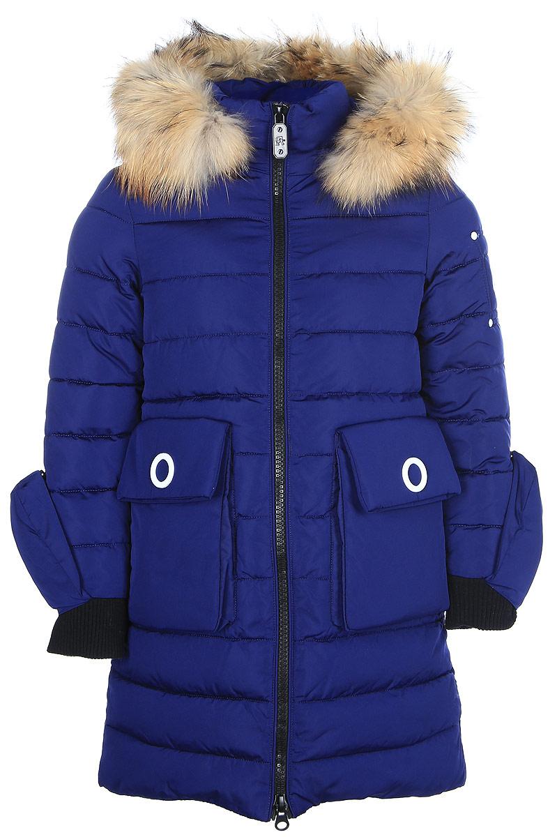 Куртка для девочки Vitacci, цвет: синий. 2171459-04. Размер 1402171459-04Удлиненная куртка для девочки Vitacci, изготовленная из полиэстера, станет стильнымдополнением к детскому гардеробу.Подкладка выполнена из полиэстера и дополнительно утеплена флисом по спинке. В качестве наполнителя используется биопух.Модель застегивается на застежку-молнию и имеет съемный капюшон с опушкой из натурального меха. Спереди расположены два накладных кармана. Куртка дополнена несъемными рукавичками на кнопках. Температурный режим от -10°С до -25°С.Теплая, удобная и практичная куртка идеально подойдет юной моднице для прогулок!