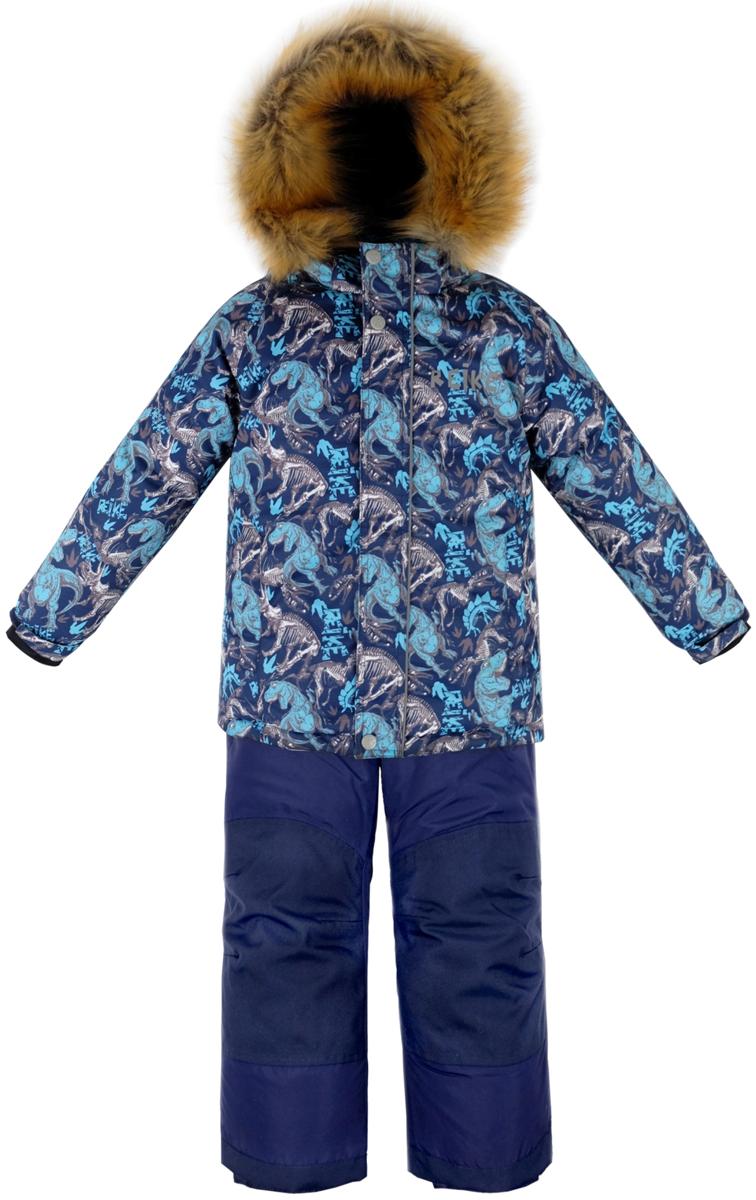 Комплект для мальчика Reike Динозавр: куртка, полукомбинезон, цвет: темно-синий. 39930335_DNS navy. Размер 11039930335_DNS navyКомплект для мальчика Reike Динозавр состоит из куртки, декорированной оригинальным доисторическим принтом, и брюк на лямках. Комплект выполнен из ветрозащитной, водонепроницаемой и дышащей мембранной ткани на подкладке из микрофлиса и принтованного полиэстера. Куртка дополнена съемным регулирующимся капюшоном с отстегивающейся опушкой из искусственного меха и двумя карманами на молнии. Декорирована светоотражающими деталями - спереди логотипом Reike, сзади - фигурой динозавра. Рукава на утяжке, оформлены манжетами из полиэстера с отверстием для большого пальца. Ветрозащитная планка на кнопках и липучках вдоль молнии не допустит проникновения холодного воздуха. Завышенная талия брюк и регулируемые подтяжки гарантируют удобную посадку по фигуре. Задняя поверхность бедер, колени, низ брюк усилены защитой от истирания. Брюки оформлены двумя боковыми карманами на молнии и съемными штрипками. Комплект оснащен снегозащитными вставками на куртке и брюках, множеством светоотражающих деталей, в том числе логотипом Reike на груди, а сзади - фигурой динозавра. Швы и карманы проклеены. Технологичный уровень.Коэффициент воздухопроницаемости комбинезона: 3000гр/м2/24 ч.Водоотталкивающее покрытие: 5000 мм.