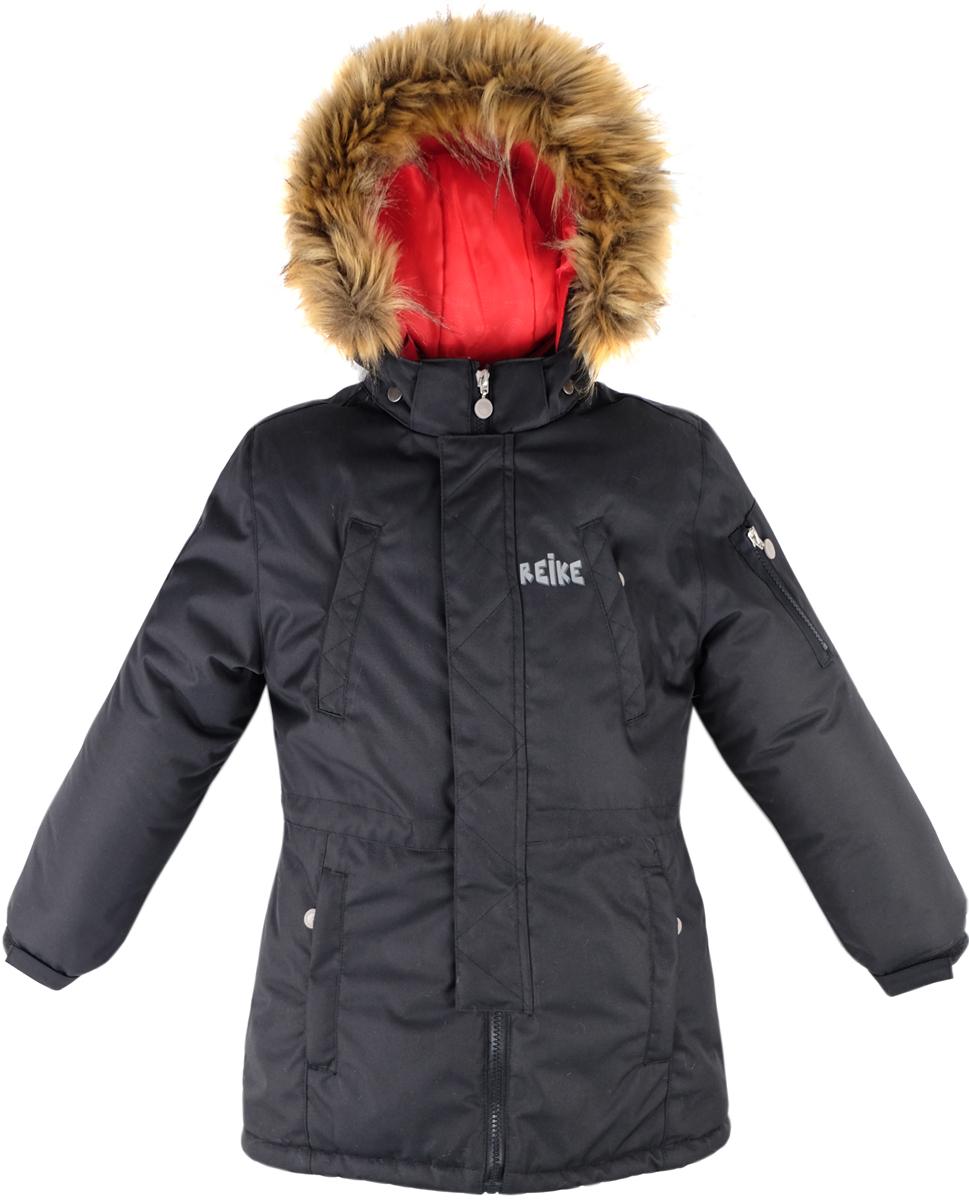 Куртка для мальчика Reike, цвет: черный. 39222200_black. Размер 15839222200_blackКуртка для мальчика Reike изготовлена из ветрозащитного, водоотталкивающего, дышащего мембранного материала. Подкладка выполнена из принтованного полиэстера, на спинке и воротнике вставки из микрофлиса. Куртка дополнена съемным регулирующимся капюшоном с меховой опушкой, пятью карманами на молнии и светоотражающим элементом в виде логотипа Reike. Манжеты дополнены утяжкой на липучке, пояс оснащен потайной утяжкой. Ветрозащитная планка на кнопках не допускает проникновение холодного воздуха. Базовый уровень. Коэффициент воздухопроницаемости куртки: 2000гр/м2/24 ч. Водоотталкивающее покрытие: 2000 мм.