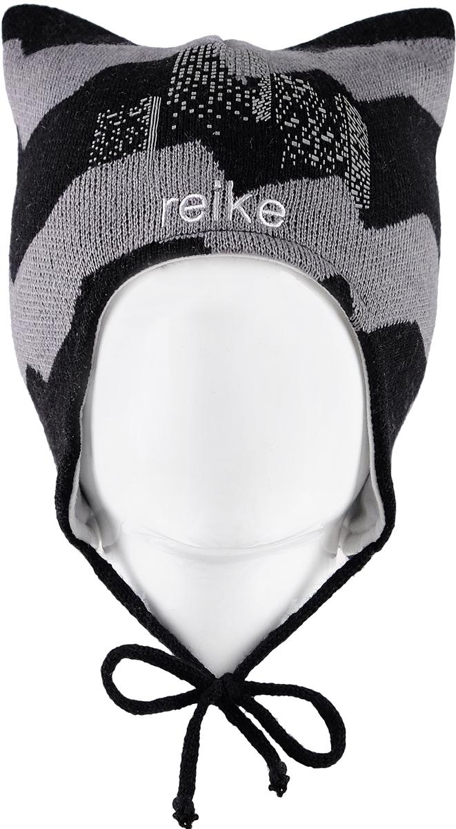 Шапка для мальчика Reike Горы, цвет: черный. RKN1718-3_MNT black. Размер 48RKN1718-3_MNT blackШапка на завязках Reike Горы изготовлена из высококачественного материала на основе шерсти и акрила. Модель с хлопковой подкладкой дополнительно утеплена на ушках. Шапочка украшена светоотражающим принтом в стиле коллекции и вышитым логотипом Reike.Уважаемые клиенты!Размер, доступный для заказа, является обхватом головы.