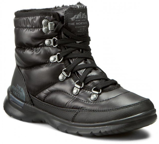 Ботинки женские The North Face W Thermoball Lace Ii, цвет: черный. T92T5LNSW. Размер 11 (42)T92T5LNSWЭти эффектные зимние ботинки The North Face с удобной шнуровкой объединили в себе современные технологии и современный стиль. Они великолепно подходят как для приключений в городе, так и для горных склонов. Утеплитель Thermoball™ сохраняет тепло ног даже в сырую погоду, а благодаря усовершенствованной подметке вы никогда не поскользнетесь на ненадежной местности. Встроенная амортизация и водонепроницаемая верхняя часть помогают уменьшить чувство усталости и увеличить комфортные ощущения.