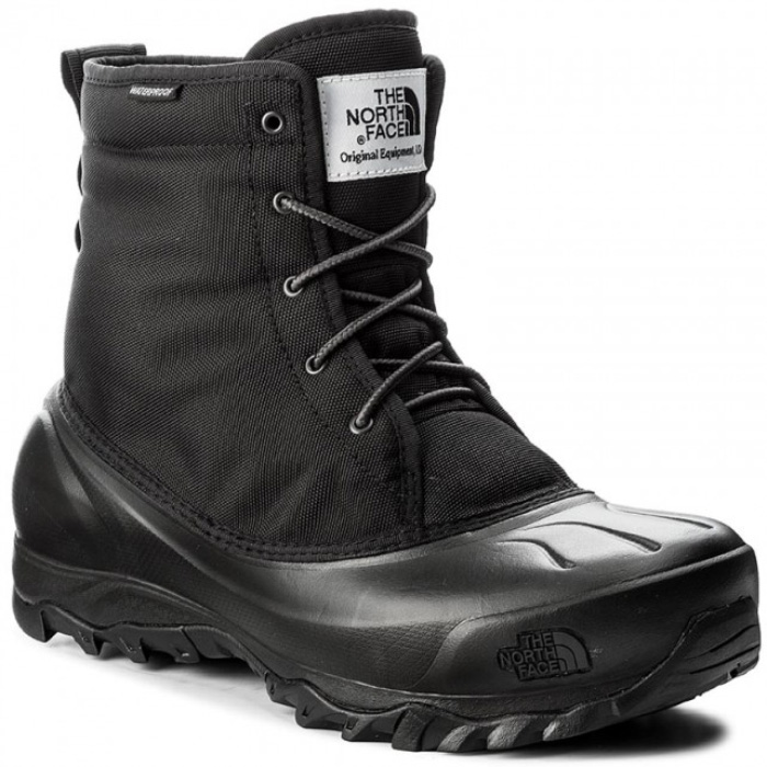 Ботинки мужские The North Face M Tsumoru Boot Utility, цвет: черный. T93MKSZU5. Размер 9H (42,5)T93MKSZU5Мужские водонепроницаемые ботинки Tsumoru Boot Utility от The North Face с мягкой подкладкой из флиса. Гарантированно сохранят ноги в сухости во время зимних приключений. Мембрана HydroSeal защитит ваши ноги от замерзающих луж, в то время как материал PrimaLoft Silver Insulation Eco надежно сохранит тепло ног. Прочная резиновая подошва TNF Winter Grip обеспечивает надежное сцепление с непредсказуемой зимней поверхностью.