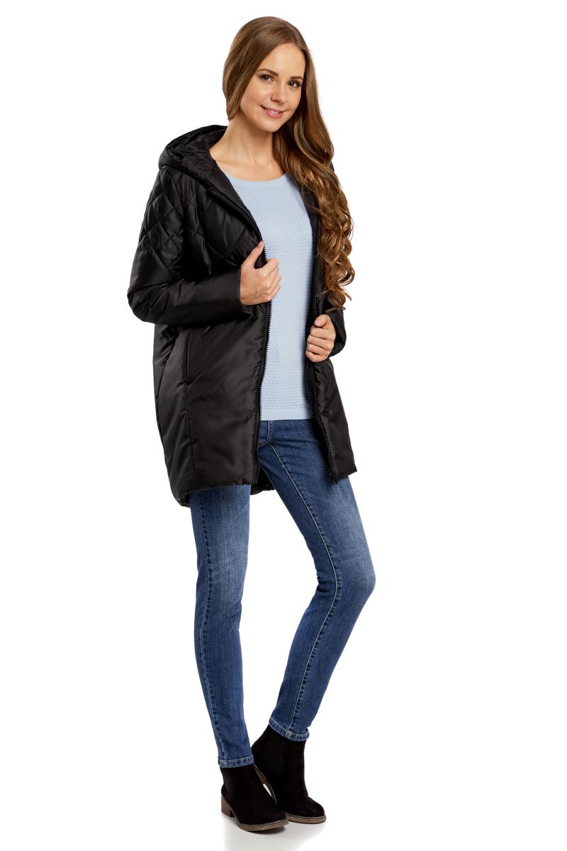 Куртка женская oodji Ultra, цвет: черный. 10210001/45679/2900N. Размер 34-170 (40-170)10210001/45679/2900NДлинная утепленная куртка от oodji с капюшоном. Модель прямого покроя простегана от плеч до талии красивым узором. Застежка на молнию. По бокам – внутренние карманы.Удлиненная куртка с капюшоном подходит для любой фигуры и вытягивает силуэт. Она надежно защитит вас от любой непогоды и ветра.Сдержанная куртка сочетается с любой повседневной одеждой: джинсами, брюками, юбками и платьями. Куртку можно дополнить броским вязаным шарфом и шапкой. С ней будут отлично сочетаться сапоги и теплые ботинки на шнуровке.Утепленная куртка прекрасно подойдет для ненастной холодной погоды. В ней вам будет комфортно, и вы всегда будете выглядеть стильно.