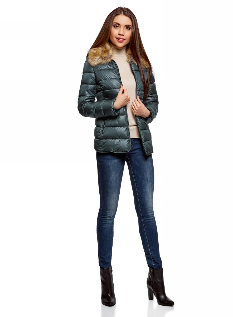 Куртка женская oodji Collection, цвет: темно-изумрудный. 20204041-4/24176/6E00N. Размер 36-170 (42-170)20204041-4/24176/6E00NСтеганая куртка от oodji выполнена из гладкого текстиля. Модель приталенного кроя с длинными рукавами и отложным воротником с искусственным мехом застегивается на молнию. Мех отстегивается. По бокам два боковых кармана на молниях.