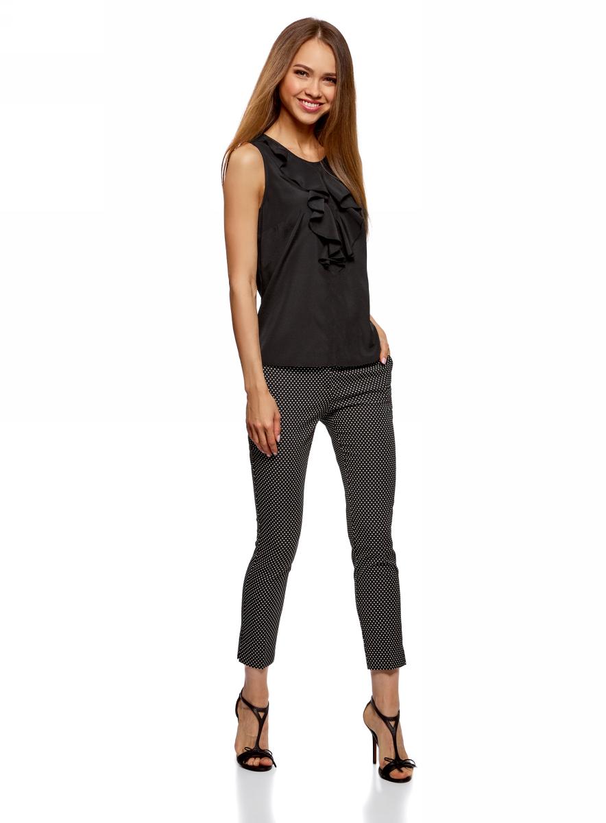 Блузка женская oodji Ultra, цвет: черный. 11401265/47190/2900N. Размер 42-170 (48-170)11401265/47190/2900NСтильная блузка от oodji выполнена из струящегося материала. Модель без рукавов спереди декорирована воланами, на спинке застегивается на пуговицу.