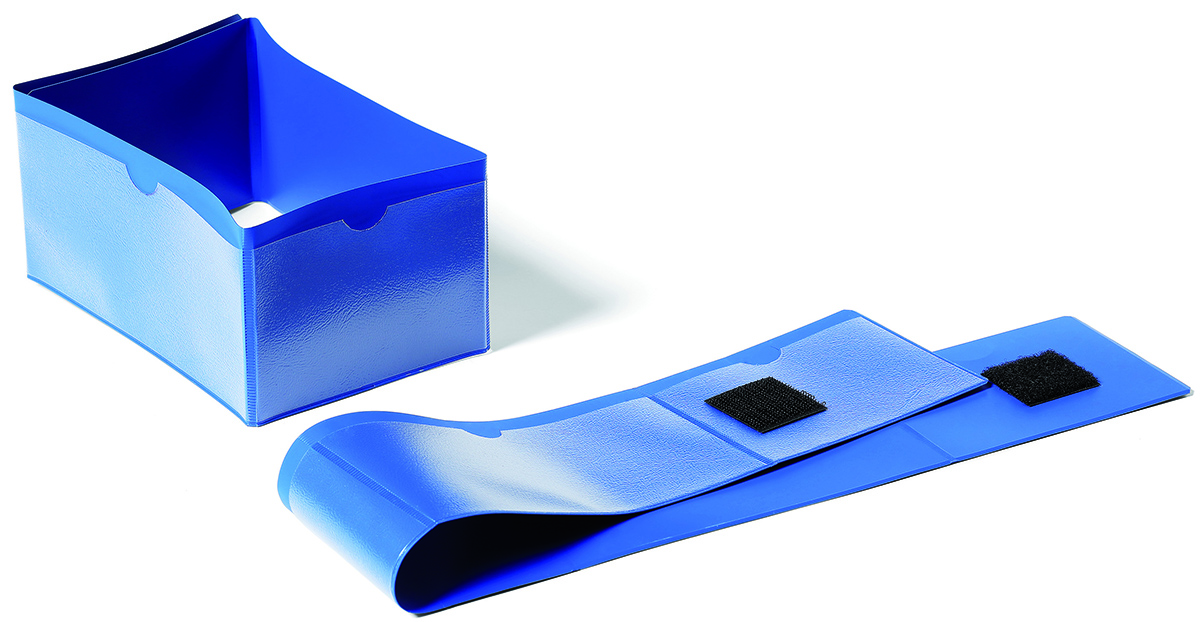 Durable Карман для маркировки паллет 1724-071724-07Карман Durable предназначен для маркировки паллеты. Фиксируется на ножку паллеты при помощи замка-липучки. Все 4 стороны кармана могут использоваться для размещения информации. У кармана антибликовая поверхность. Он выполнен из износостойкого материала. Сканирование информации без извлечения вкладыша из кармана.Размер вкладыша: 14 x 6,5/9 x 6,5 см.Размер кармана: 596 x 75 x 0,8 мм.