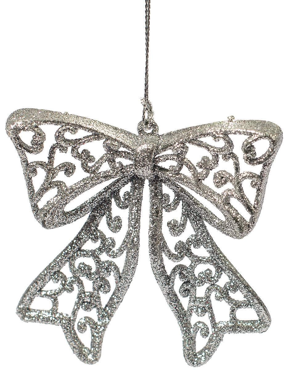 Новогоднее подвесное украшение Magic Time Бантик, цвет: серебряный75113Новогоднее украшение Magic Time, выполненное из полипропилена, отлично подойдет для декорации вашего дома и новогодней ели. С помощью специальной петельки украшение можно повесить в любом понравившемся вам месте. Но, конечно, удачнее всего оно будет смотреться на праздничной елке.Елочная игрушка - символ Нового года. Она несет в себе волшебство и красоту праздника. Такое украшение создаст в вашем доме атмосферу праздника, веселья и радости.