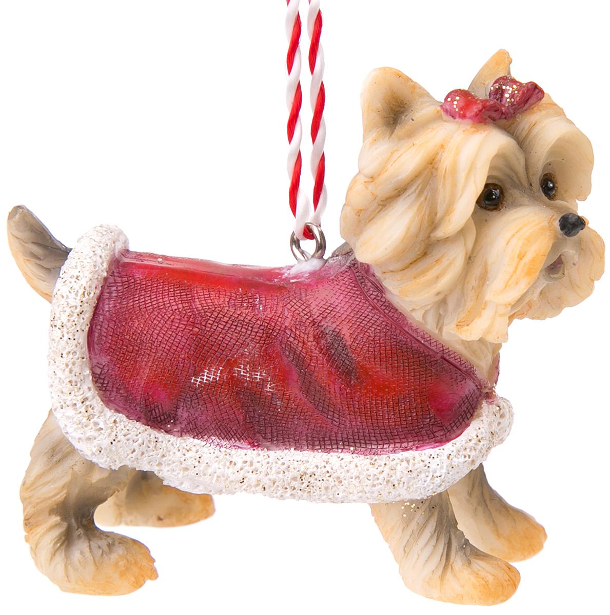 Украшение новогоднее подвесное Magic Time Йоркширский терьер в красном манто. 7513275132Оригинальное новогоднее украшение Magic Time выполнено из полирезины в виде йоркширкского терьера. Спомощью специальной петельки украшениеможно повесить в любом понравившемся вам месте. Но,конечно же, удачнее всего такая игрушка будетсмотреться на праздничной елке.Новогодние украшения приносят в дом волшебство иощущение праздника. Создайте в своем доме атмосферувеселья и радости, украшая всей семьей новогоднююелку нарядными игрушками, которые будут из года в годнакапливать теплоту воспоминаний.
