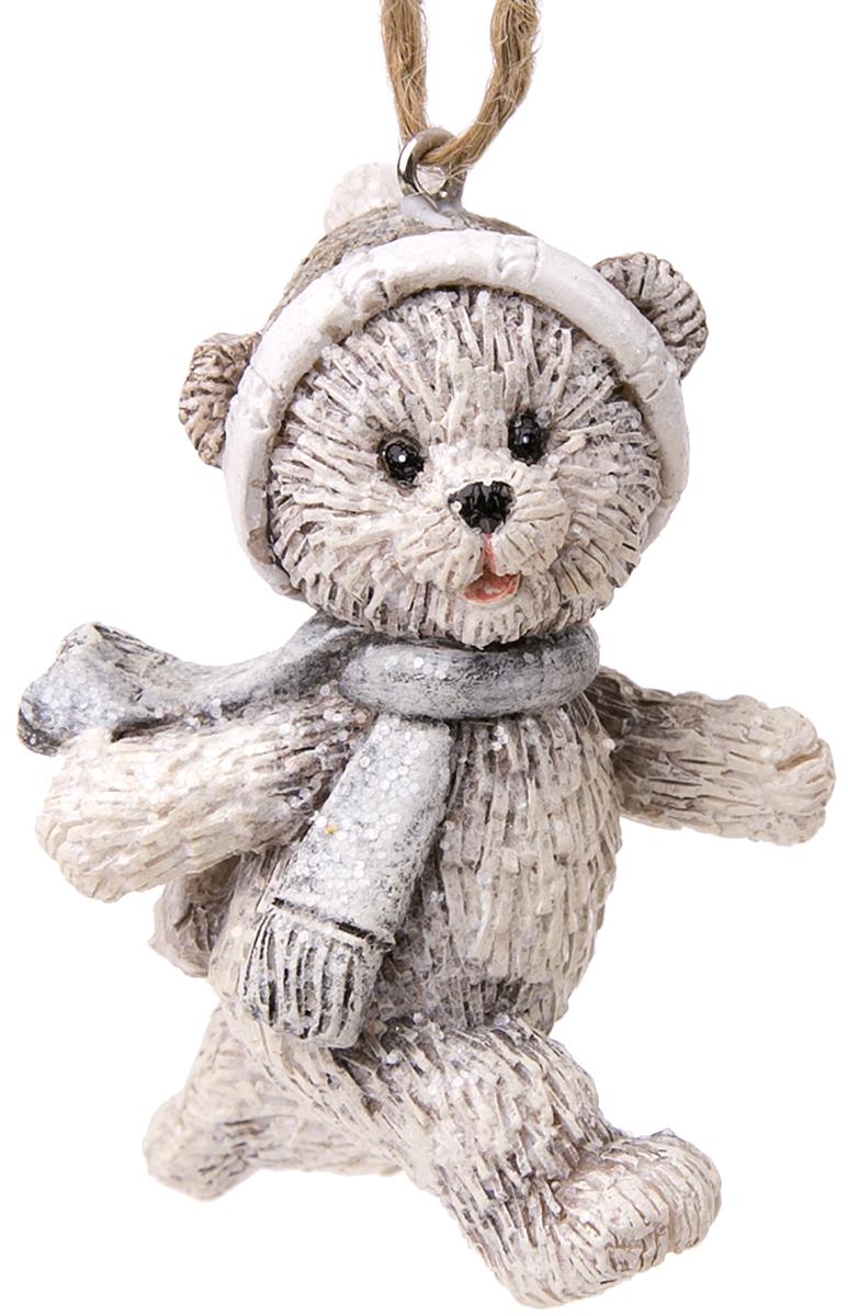 Украшение новогоднее подвесное Magic Time Радостный медвежонок. 7513675136Новогоднее подвесное украшение Радостный медвежонок из полирезины, 4,5х3,5х7, артикул 75136