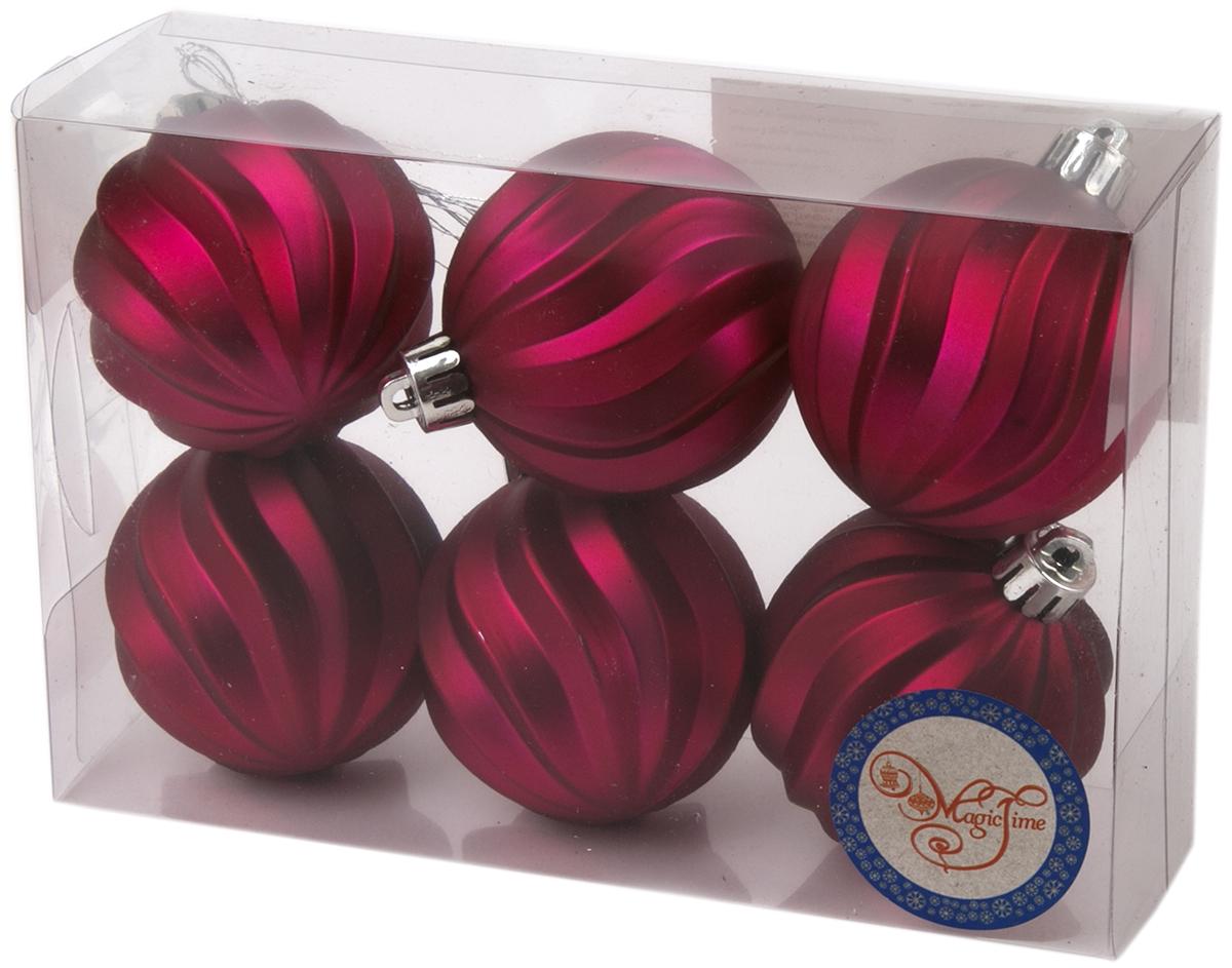 """Новогоднее украшение """"Magic Time"""", выполненное из полистирола, отлично подойдет для декорации вашего дома и новогодней ели. С помощью специальной петельки украшение можно повесить в любом понравившемся вам месте. Но, конечно, удачнее всего оно будет смотреться на праздничной елке.  Елочная игрушка - символ Нового года. Она несет в себе волшебство и красоту праздника. Такое украшение создаст в вашем доме атмосферу праздника, веселья и радости.  В наборе 6 подвесных украшений."""