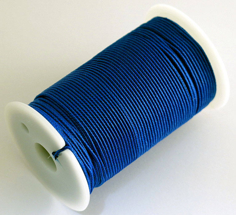 Шнур полиамидный Solaris S6301, на катушке, цвет: синий, 1,2 мм х 70 мS6301blПрочный многоцелевой плетёный шнур из полиамида, выдерживает нагрузку на разрыв 30 кг. Для удобства использования шнур намотан на катушку, на торце катушки есть прорезь для фиксации свободного конца шнура.Диаметр шнура 1,2 мм, длина 70 метров.Свойства и конструкция полиамидного шнура: Стойкость к солнечному излучению (ультрафиолет), влаге, истиранию, воздействию насекомых. Не подвержен гниению и плесени. Диапазон рабочих температур от -60 до +120 °С.Шнур диаметром 1,2 мм состоит из восьми плотно сплетённых прядей. Благодаря такой надёжной конструкции шнур не расплетается при повреждении одной или даже нескольких прядей.Сферы применения полиамидного шнура:- Туризм, рыбалка, охота: Ремонт орудий лова, палаток, тентов, туристического снаряжения. Применяется для оснастки лодок, развешивания рыбы для сушки. Изготовление силков, снегоступов и т.п.- Дачное и домашнее хозяйство, для офиса:Подвязывание рассады, разметка участка. В качестве бельевого шнура, для крепления штор, картин и т.п. Упаковка коробок, вещей. Прошивка документов.