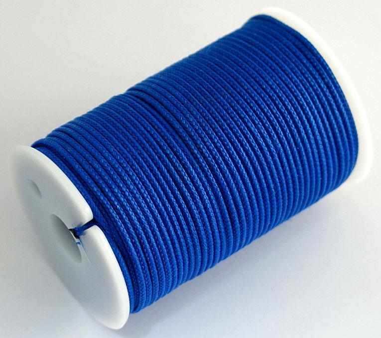 Шнур полиамидный Solaris S6302, на катушке, цвет: синий, 1,8 мм х 40 мS6302blПрочный многоцелевой плетёный шнур из полиамида, выдерживает нагрузку на разрыв 60 кг. Для удобства использования шнур намотан на катушку, на торце катушки есть прорезь для фиксации свободного конца шнура.Диаметр шнура 1,8 мм, длина 40 метров. Свойства и конструкция полиамидного шнура:Стойкость к солнечному излучению (ультрафиолет), влаге, истиранию, воздействию насекомых. Не подвержен гниению и плесени. Диапазон рабочих температур от -60 до +120 °С. Шнур диаметром 1,8 мм состоит из сердечника и двенадцати плотно сплетённых прядей. Благодаря такой надёжной конструкции шнур не расплетается при повреждении одной или даже нескольких прядей.Сферы применения полиамидного шнура: - Туризм, рыбалка, охота: Ремонт орудий лова, палаток, тентов, туристического снаряжения. Применяется для оснастки лодок, развешивания рыбы для сушки. Изготовление силков, снегоступов и т.п. - Дачное и домашнее хозяйство, для офиса: Подвязывание рассады, разметка участка. В качестве бельевого шнура, для крепления штор, картин и т.п. Упаковка коробок, вещей. Прошивка документов.