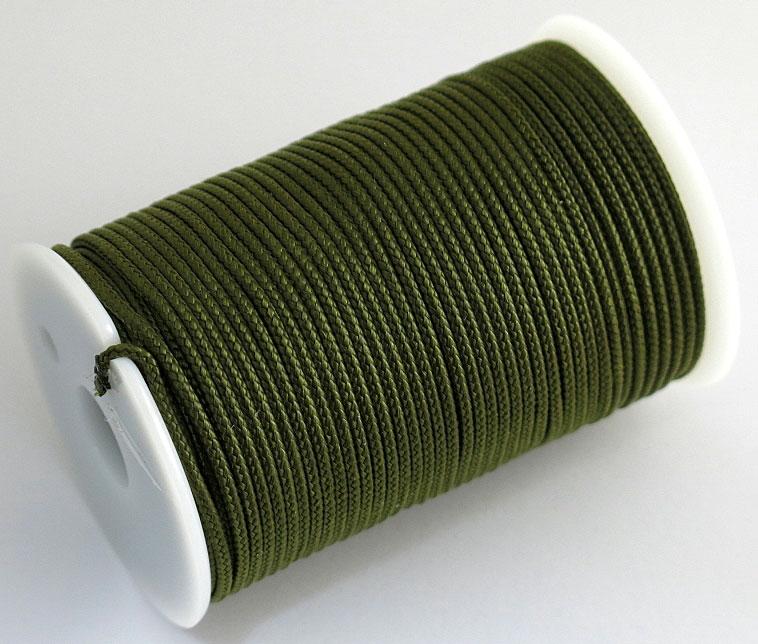 Шнур полиамидный Solaris S6302, на катушке, цвет: хаки, 1,8 мм х 40 мS6302khПрочный многоцелевой плетёный шнур из полиамида, выдерживает нагрузку на разрыв 60 кг. Для удобства использования шнур намотан на катушку, на торце катушки есть прорезь для фиксации свободного конца шнура. Диаметр шнура 1,8 мм, длина 40 метров. Свойства и конструкция полиамидного шнура:Стойкость к солнечному излучению (ультрафиолет), влаге, истиранию, воздействию насекомых. Не подвержен гниению и плесени. Диапазон рабочих температур от -60 до +120 °С. Шнур диаметром 1,8 мм состоит из сердечника и двенадцати плотно сплетённых прядей. Благодаря такой надёжной конструкции шнур не расплетается при повреждении одной или даже нескольких прядей. Сферы применения полиамидного шнура: - Туризм, рыбалка, охота: Ремонт орудий лова, палаток, тентов, туристического снаряжения. Применяется для оснастки лодок, развешивания рыбы для сушки. Изготовление силков, снегоступов и т.п. Дачное и домашнее хозяйство, для офиса: Подвязывание рассады, разметка участка. В качестве бельевого шнура, для крепления штор, картин и т.п. Упаковка коробок, вещей. Прошивка документов.