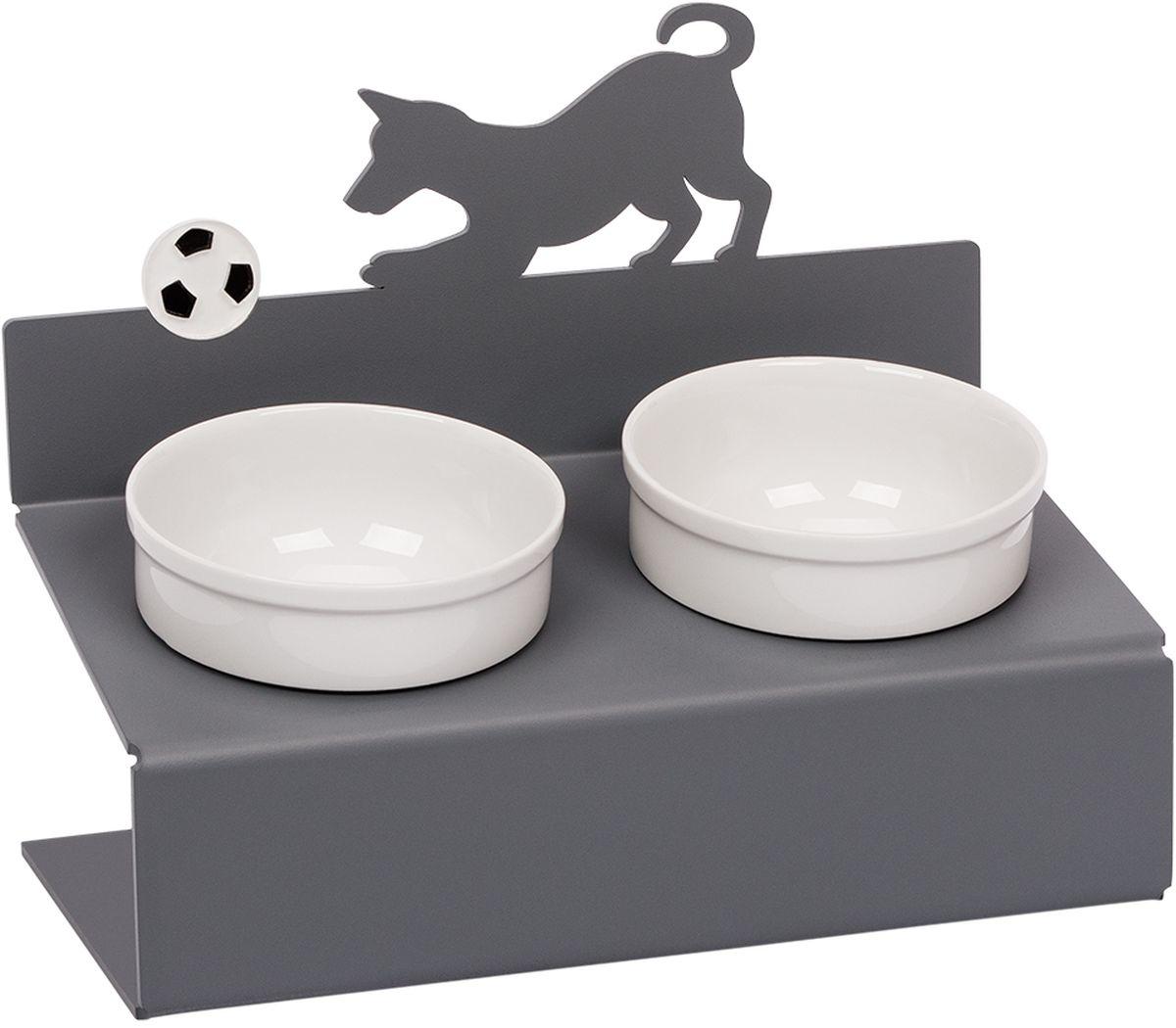 Миска для животныx Artmiska Собака и мяч, двойная, на подставке, цвет: серый, 2 x 350 млМ-8Artmiska - фарфоровые миски на дизайнерских подставках, которые созданы специально для кошек и собак мелких пород.Высота подставки и угол ее наклона максимально обеспечивают правильное положение тела кошки или собаки при кормлении.Оптимальная высота и угол наклона подставки, форма и объем миски эффективно снижают разбрасывание корма домашним питомцем.Artmiska подходит для всех кошек и собакам мелких пород - той-терьерам, шпицам, йоркширским терьерам, карликовым пинчерам, чихуахуа и другим.Объем каждой миски - 350 мл. Товар защищен патентом РФ.