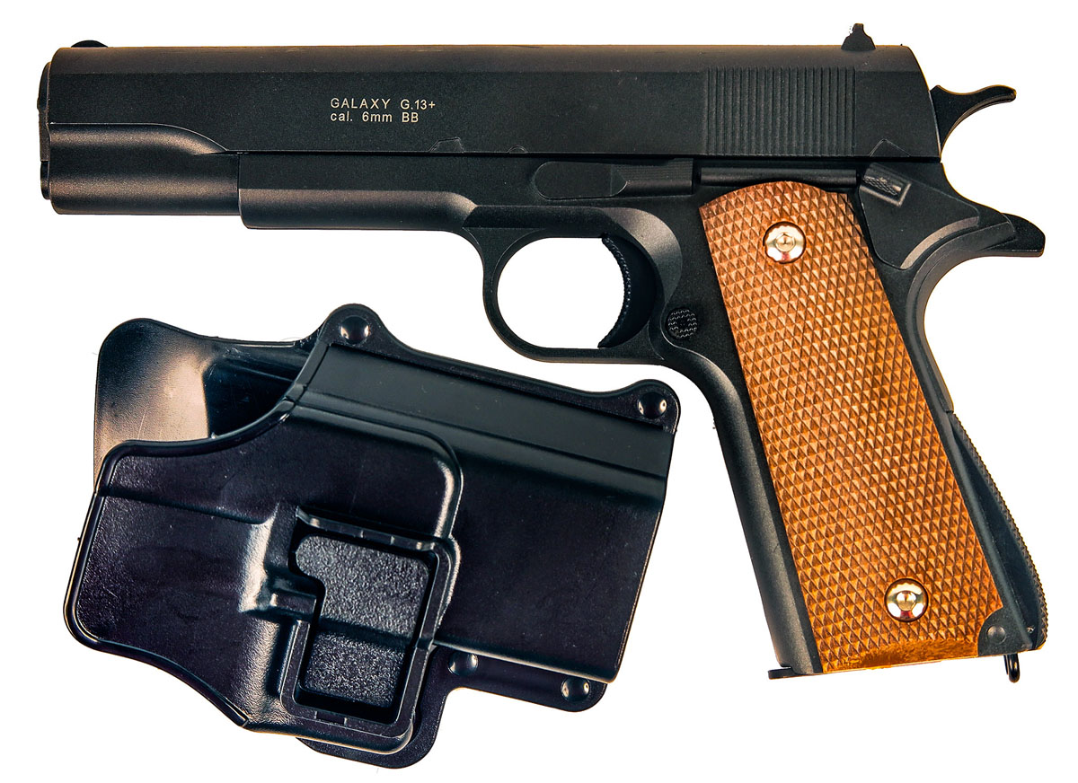 Пистолет софтэйр Galaxy G.13+, пружинный, 6 ммG.33AПружинный пистолет G.13+ является репликой легендарного пистолета Colt 1911 . Корпуспистолета цельнометаллический. В магазин вмещается 12 шариков BB 6 мм. Выстрел изпистолета осуществляется с помощью пружины, максимальная начальная скорость выстрела неболее 50 м/с. Прицельные приспособления не регулируемые, пистолет предназначен длястрельбы на короткие дистанции. Укомплектован пластиковой тактической поясной кобурой ссистемой быстрого извлечения.