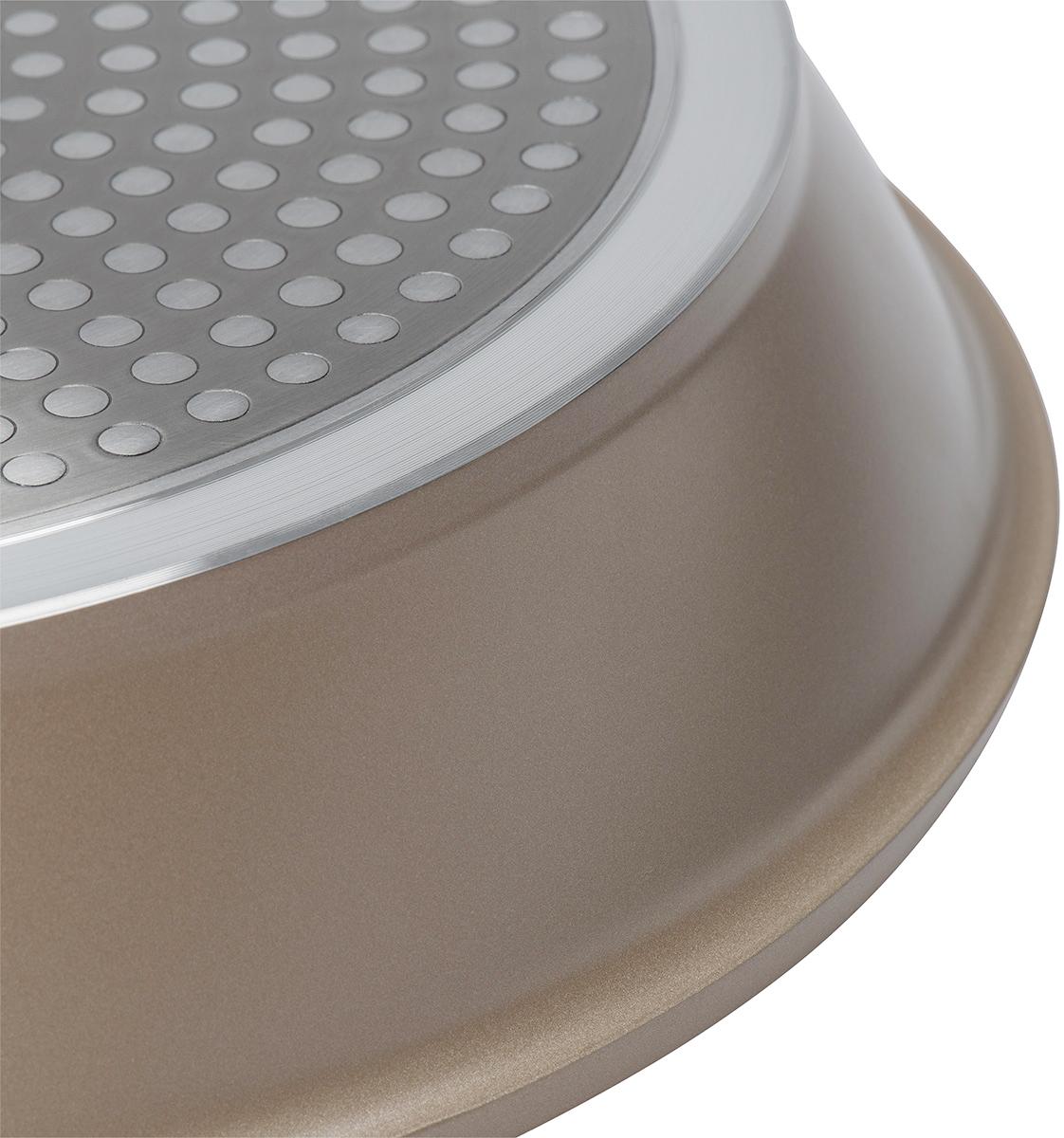 """Сковорода Polaris """"Stone"""" изготовлена из высококачественного литого алюминия. Внутреннее трехслойное немецкое антипригарное покрытие Greblon C3 на водной основе обеспечивает непревзойденную стойкость к царапинам. Специальное утолщенное дно позволяет посуде быстро и равномерно нагреваться. При готовке можно использовать металлические кухонные аксессуары. Сковорода оснащена эргономичной не нагревающейся ручкой из бакелита.Подходит для всех типов плит, включая индукционные. Можно мыть в посудомоечной машине.Диаметр сковороды: 24 см. Высота стенки: 5,5 см. Длина ручки: 19,5 см.Диаметр индукционного диска: 20,5 см."""