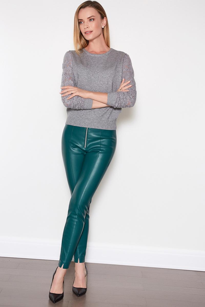Брюки женские Concept Club Raf, цвет: зеленый. 10200160235. Размер M (46)10200160235Стильные женские брюки Concept Club изготовлены из полиэстера. Зауженная модель со стандартной посадкой дополнена прострочкой и сзади прорезными карманами-обманками. Брюки застегиваются спереди на молнию.