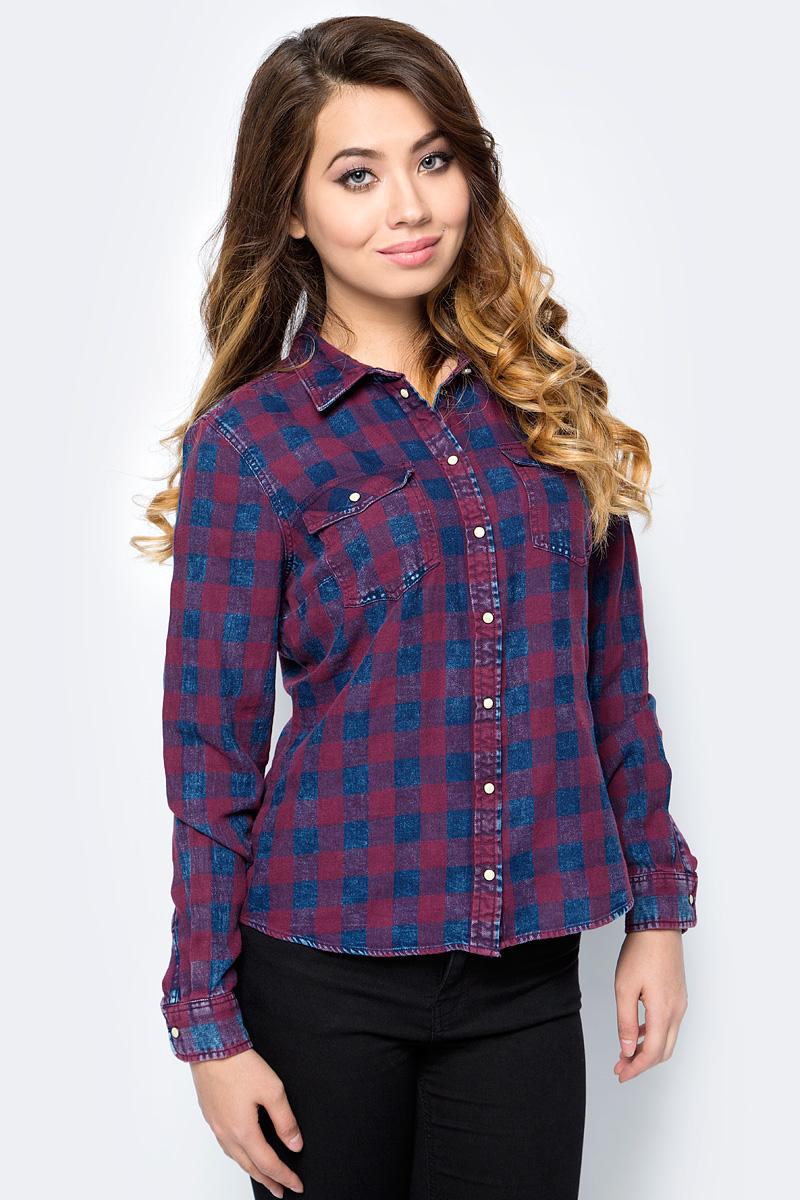 Рубашка женская Only, цвет: бордовый, темно-синий. 15138184_Dark Blue Denim. Размер 36 (42)15138184_Dark Blue DenimСтильная женская рубашка Only разнообразит ваш повседневный гардероб. Модель приталенного кроя с удлиненной спинкой и отложным воротничком выполнена из натурального хлопка и застегивается на кнопки. Манжеты длинных рукавов также дополнены кнопкой. На полочке расположены два накладных кармана с клапанами на кнопках. Модель подойдет для офиса, прогулок и дружеских встреч и будет отлично сочетаться с джинсами и брюками, а также гармонично смотреться с юбками.